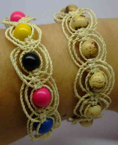 Braided bracelet colored seeds